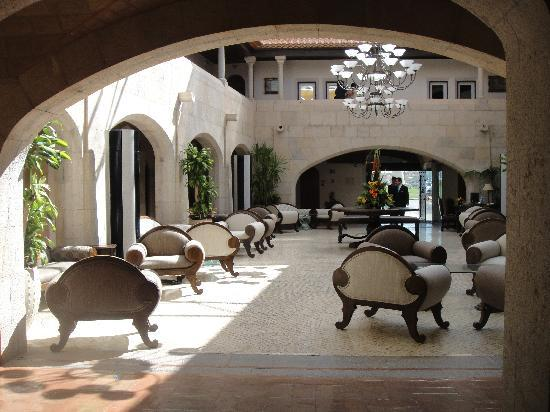 Fortaleza do Guincho: Another glimpse of the lobby from the upper mezzanine