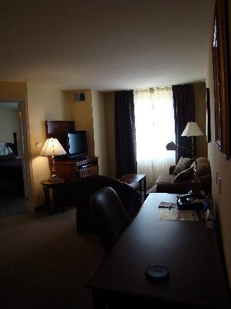Staybridge Suites Albuquerque - Airport: Living Room