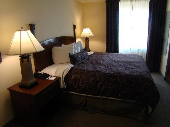 Staybridge Suites Albuquerque - Airport: 1 BR and 1 BR suite