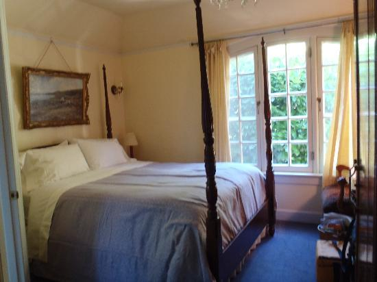 Portland's White House Inn: Blarney Room