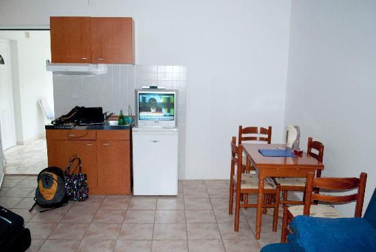فيلا دوريس: full kitchen view