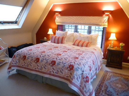 The Old School Bed and Breakfast: Our room - spacious and inviting