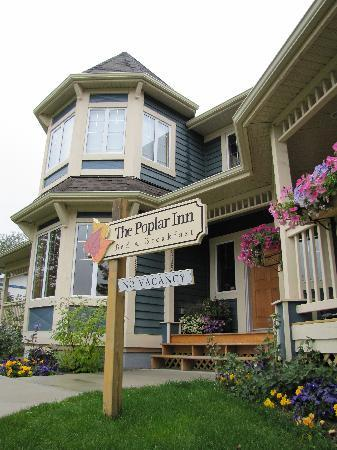 The Poplar Inn, signage and front yard.