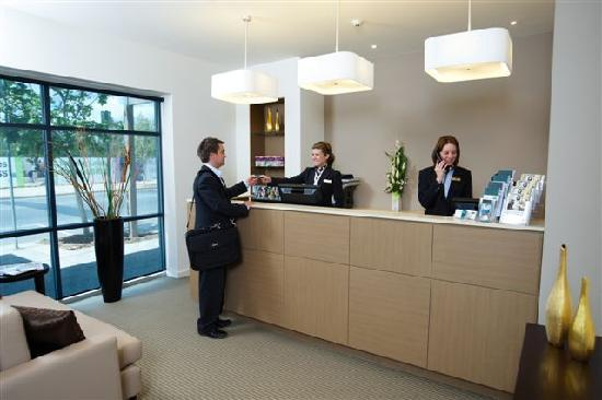 Quest Mawson Lakes: Friendly front desk staff to welcome you