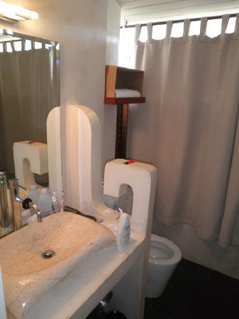 Mama Beach Residence: Bathroom