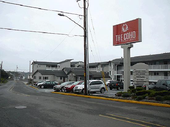 The Coho Oceanfront Lodge: Coho Inn - front of property