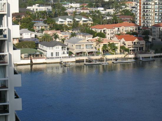 Surfers Mayfair Apartments: Great view of the River from the balcony