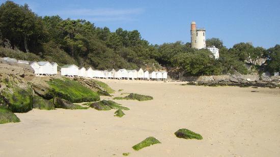 Chateau du Pelave : plage et cabines