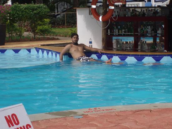 Santana Beach Resort: Pool Bar