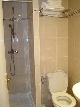 Hotel Gerando: shower