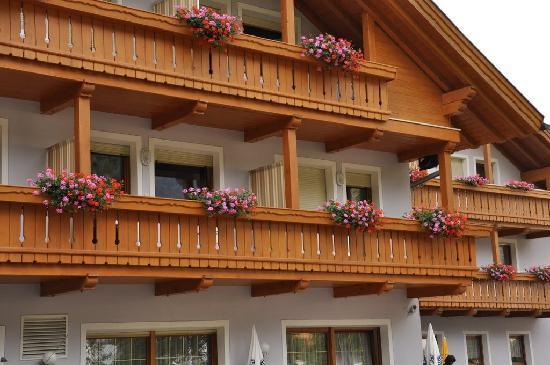 Hotel Ahrner Wirt: particolare dei balconi delle camere dell'hotel