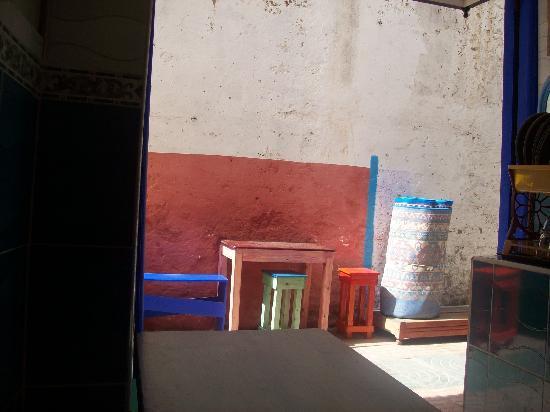Café Jalil : terrasse colorée
