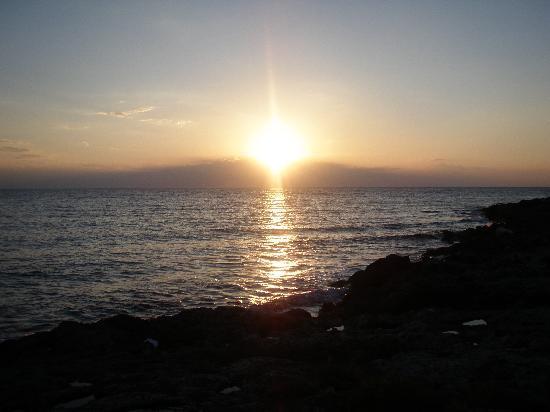 Alliste, Italie : tramonto sulla scogliera