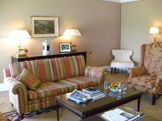 Castlemartyr Resort: The Lounge