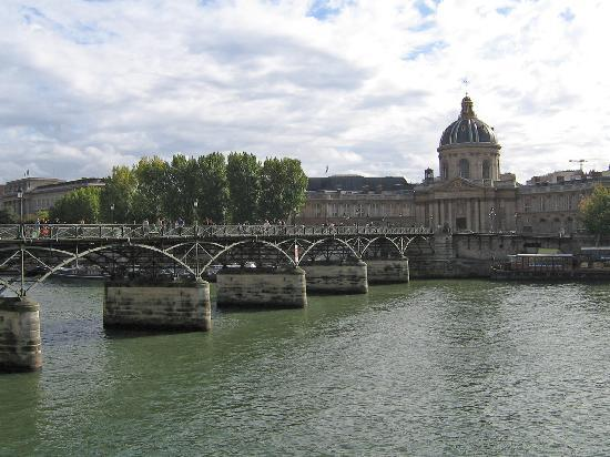 Paris, Fransa: Bridge to the Cit`e Island
