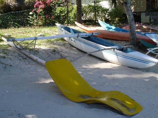 Fare Aute: Kayak disponible ainsi qu'une pirogue tahitienne
