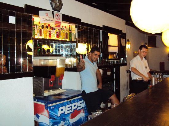 Club Hotel Flora : Nice pool barmen
