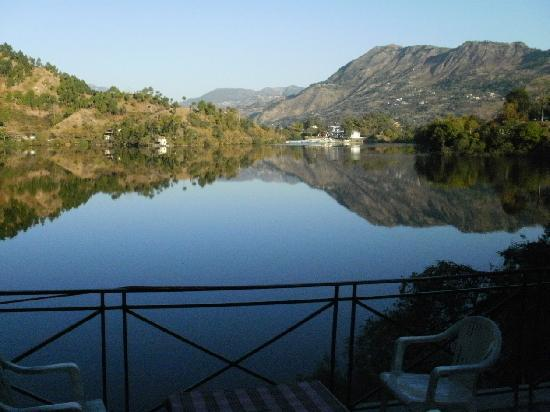 Naukuchiatal, India: View of the lake from the main lawns