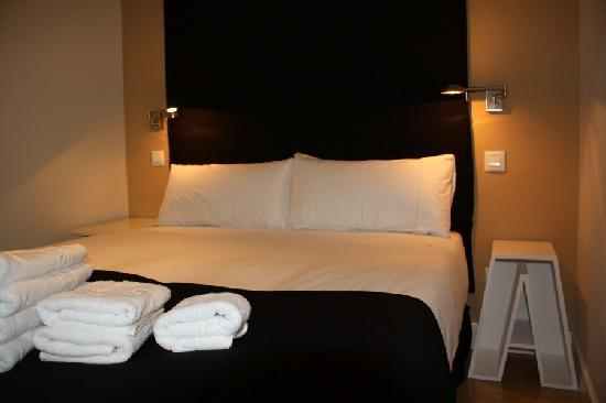 Metropol Rooms Apartamentos : Dormitorio