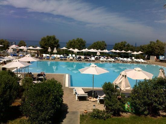 Zorbas Village and Aqua Park : Piscine vue terrasse-bar