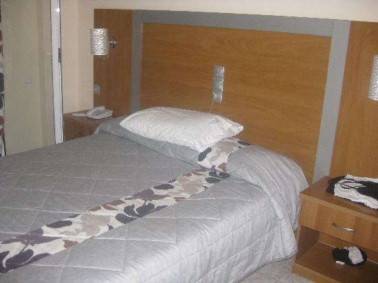 Hotel Macedonia: bedroom