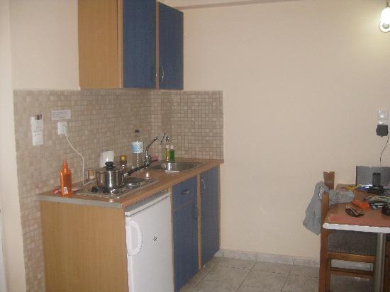 Hotel Macedonia: kitchen/ dining area