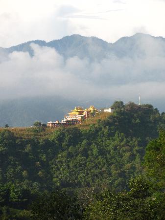 Namobuddha Resort: Looking at Namo Buddha Monastary from the resort