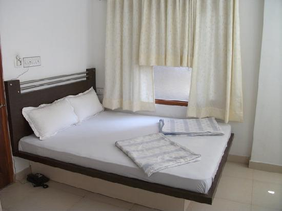 Hotel The Sajjan Villa: this is the bed