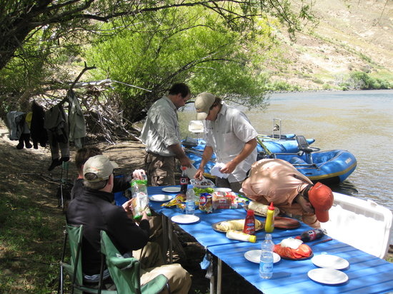 Outfitters Patagonia Fly Fishing Adventures - Day Tours: Preparing lunch on the river