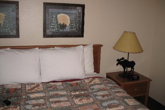 Stoney Creek Inn - Quincy: bed