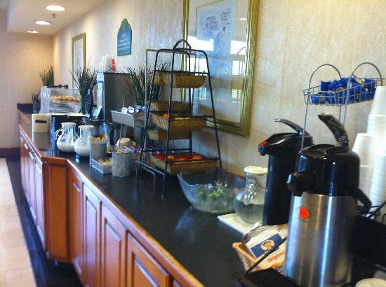 Wingate by Wyndham Montgomery: Breakfast buffet