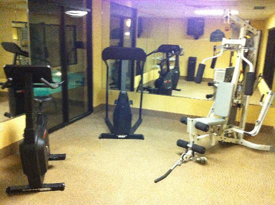 Wingate by Wyndham Montgomery: Fitness room
