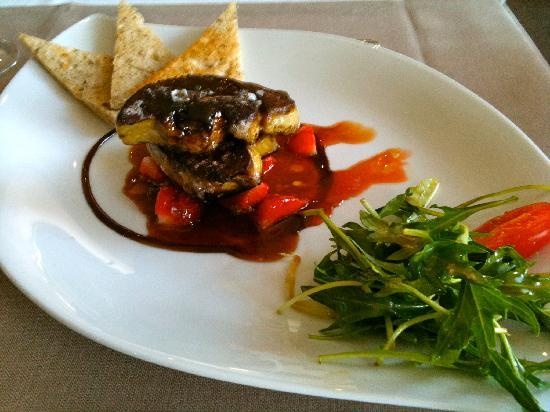 Hotel Restaurant Les Capucins : Escalope de Foie Gras et fraises guariguettes caramélisées