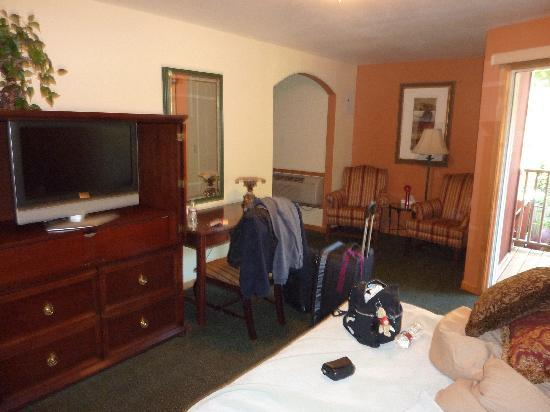 Pikes Peak Inn: The main room