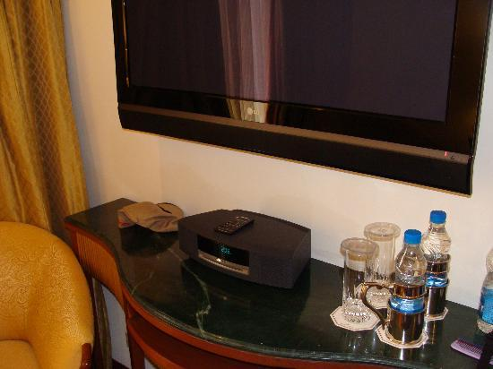 Bon ITC Mughal, Agra: Bose Music System At The Bedroom