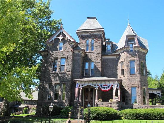 Reynolds Mansion Bed and Breakfast: Reynolds Mansion