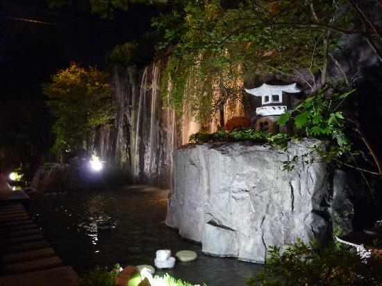 ANA Crowne Plaza Kyoto: Hotel waterfall