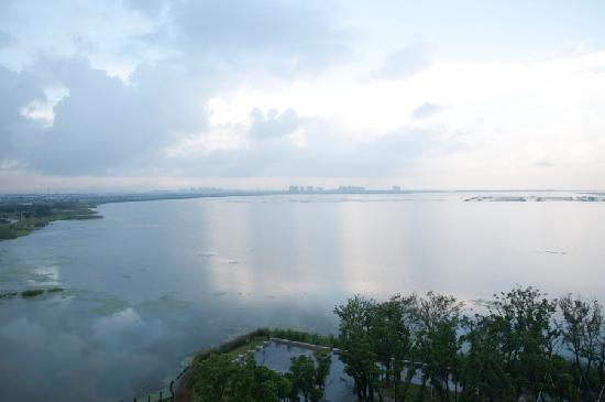 Fairmont Yangcheng Lake : Lakeview from the Room's Balcony