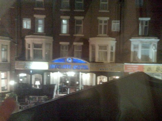 Grosvenor Hotel: Clean windows - they seem to have taken notice of reviews and photos