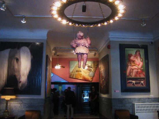 Chelsea Hotel: lobby.