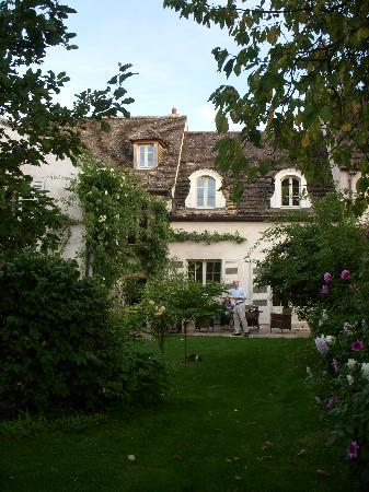 Maison d'hotes Les Planchottes: Beautiful peaceful garden