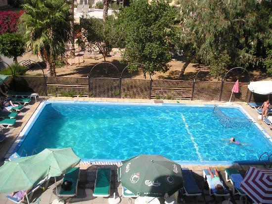 โรงแรมแซนเรโม่: Swiming pool