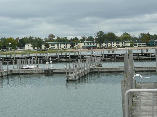 Tawas Bay Beach Resort: hotel, from the pier