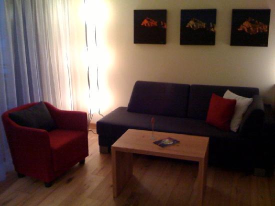 Riederalp, Sveits: Unser Zimmer war wunderschön mit massivem Holz eingerichtet