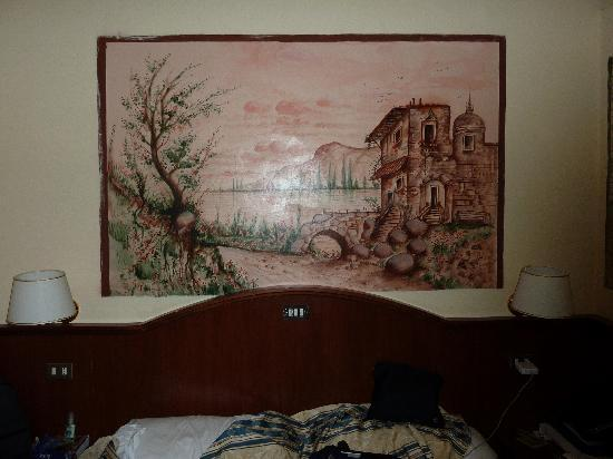 Hotel Cambridge: Wall painting