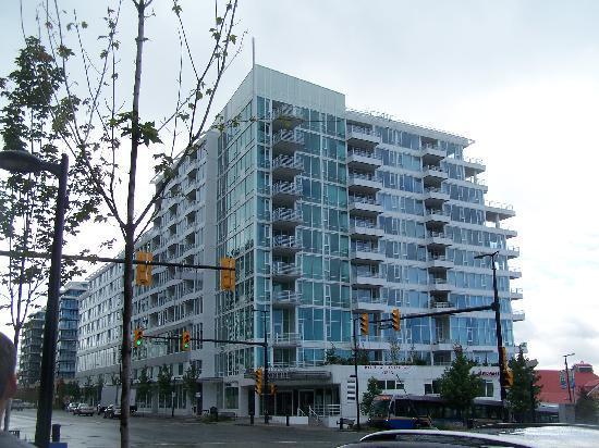 Pinnacle Hotel North Vancouver