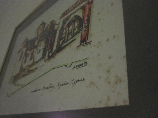 Kissos Hotel: mouldy picture in room