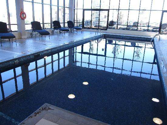 Hilton Garden Inn Montreal Centre Ville Swimming Pool
