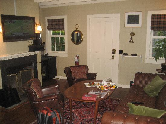 The Maidstone Hotel: living room