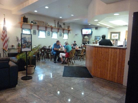 Fairbridge Inn & Suites : breakfast area